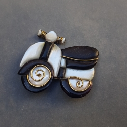 Broche Scooter