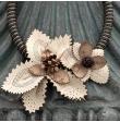 Collier de fleur ivoire
